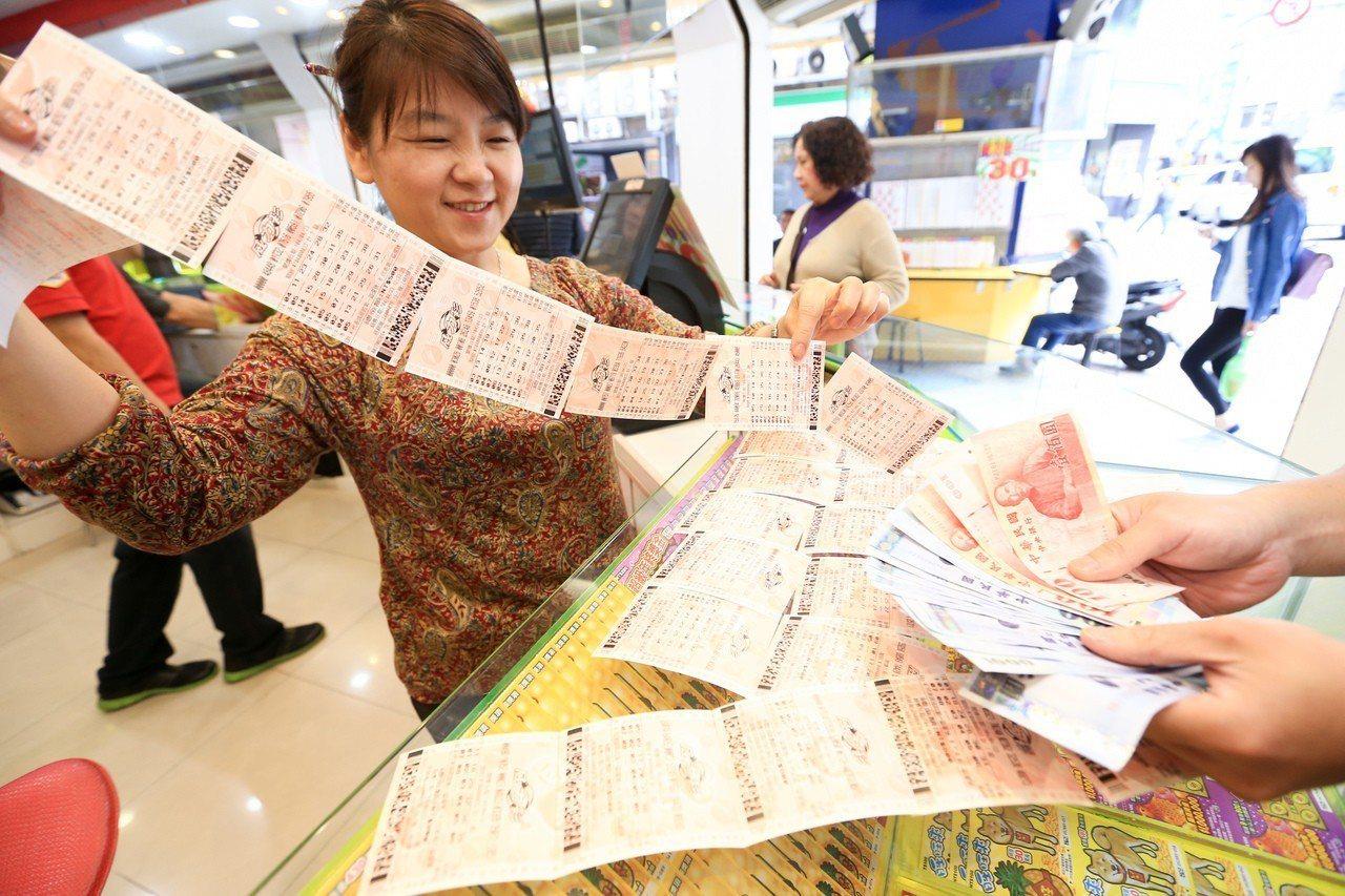 趁春節加碼,不少民眾選擇集資包牌。 圖/聯合報系資料照片