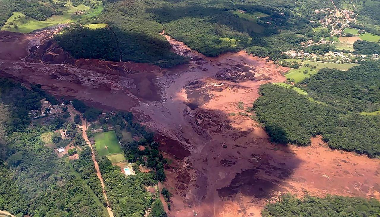巴西東南部一座水壩潰決,目前已知至少造成9人死亡、約300人失蹤。 法新社