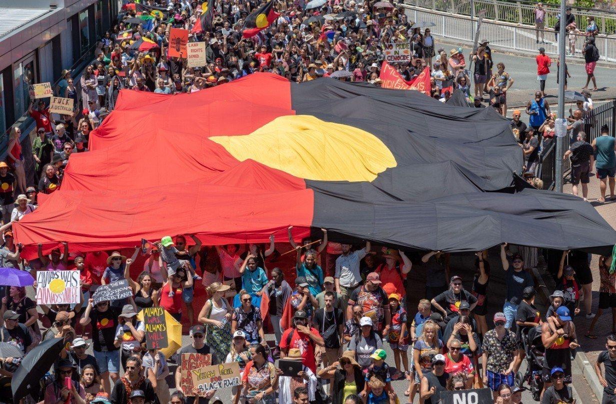 數以千計的澳洲人今天參加全國各地舉行的「入侵日」遊行。 歐新社