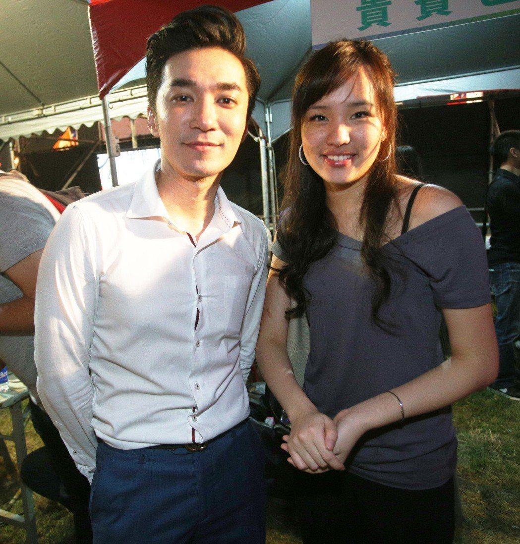 年紀輕輕的韓冰(右),甜美且有主見,在政治圈人氣紅不讓。 記者劉學聖/攝影