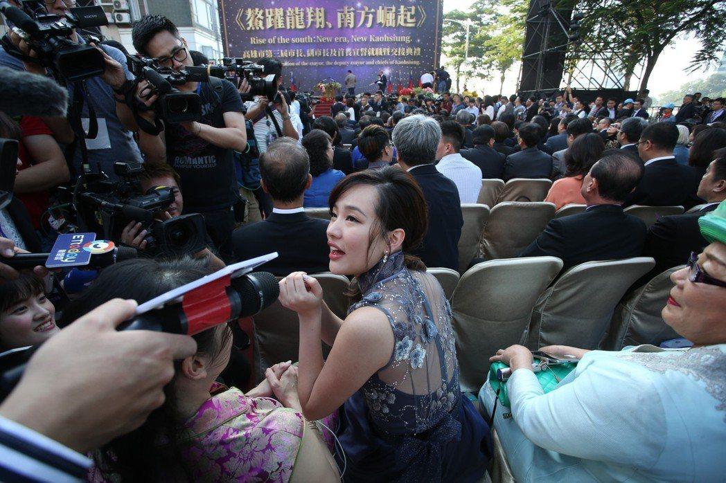高雄市長韓國瑜在內門宋江創意陣頭大賽拋出「比武招親」的點子,觀光局立馬想到打「韓...