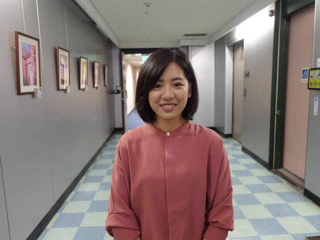 因「一日幕僚」網路影片暴紅的「學姊」黃瀞瑩。 記者邱瓊玉/攝影