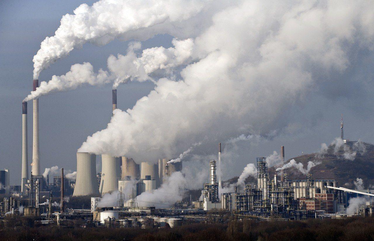 根據歐盟執委會報告,英國帶頭向化石燃料提供補貼,每年的化石燃料補貼多達120億歐...