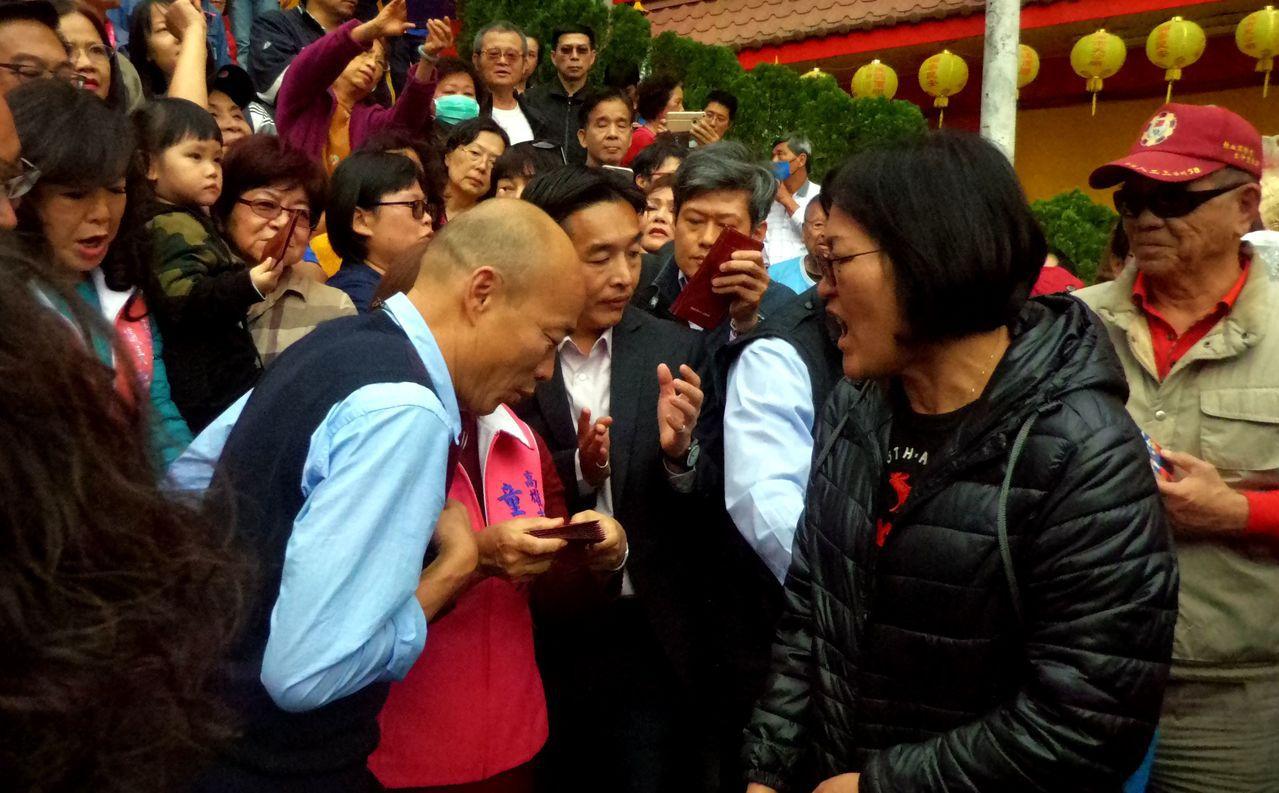 韓國瑜一聽民眾對他說「市長大發財」,他趕緊縮身,說「市長大發財會抓去關」。記者林...
