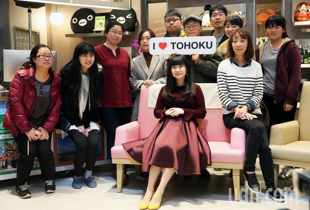 福原愛(中)出席宣傳日本東北地區觀光活動,並以自身的經驗邀請大家一起賞遊東日本。