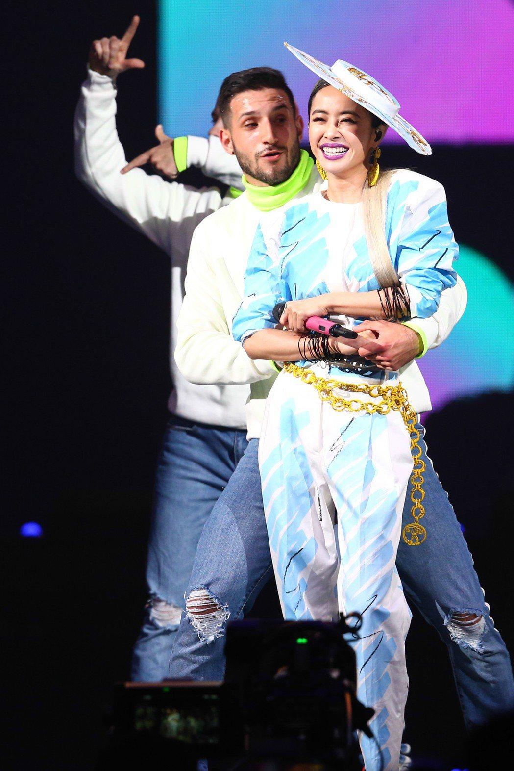 蔡依林(前)和男舞者帶來俏皮的舞蹈。記者葉信菉/攝影