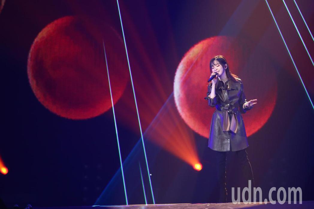 王心凌參加第14屆kkbox風雲榜,並擔任表演嘉賓。記者葉信菉/攝影