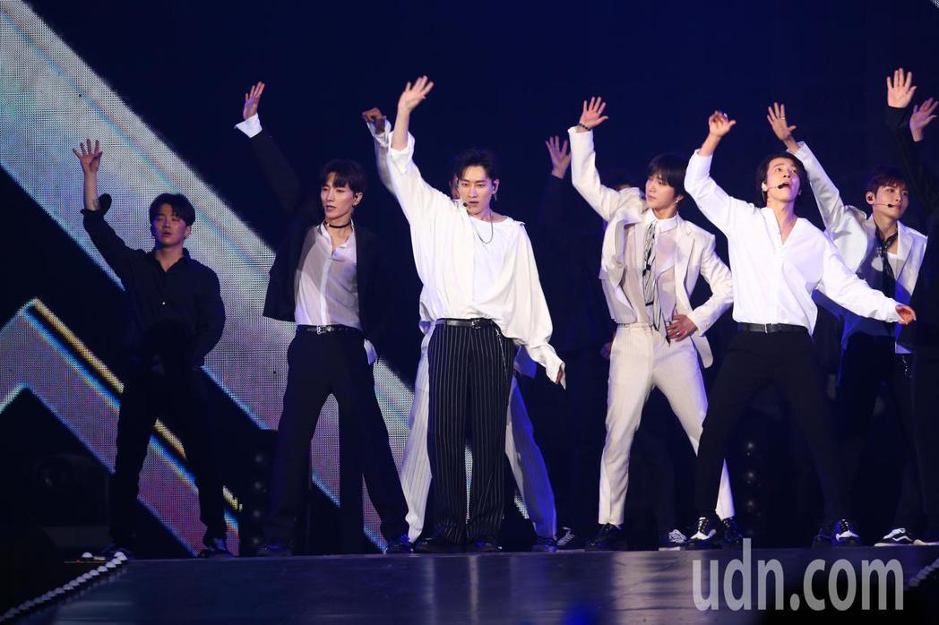 SUPER JUNIOR參加第14屆kkbox風雲榜,並擔任表演嘉賓。記者葉信菉...