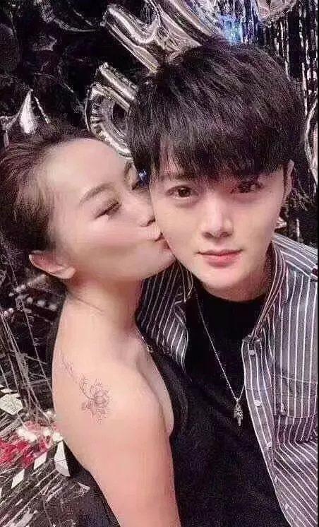 網傳女富婆還為男公關獻上生日之吻。 圖/北青報微博