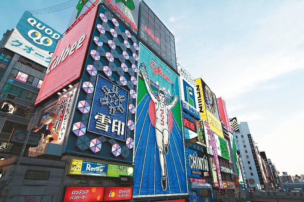大阪府是近畿地區乃至整個西日本政治、經濟、文化與交通中心。其人口總數名列東京都、...