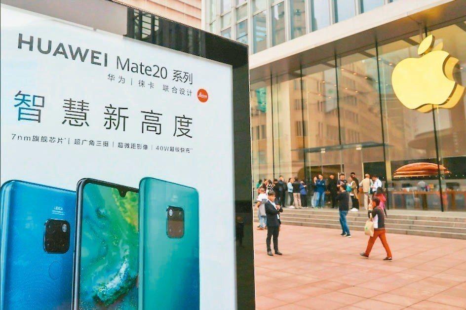 美中貿易戰衝擊第2大手機廠華為的出貨,智慧手機迎來史上最大衰退幅度。 (路透)