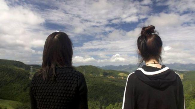 美華(左)與智允(右)將在南韓過新生活。(視頻截圖)