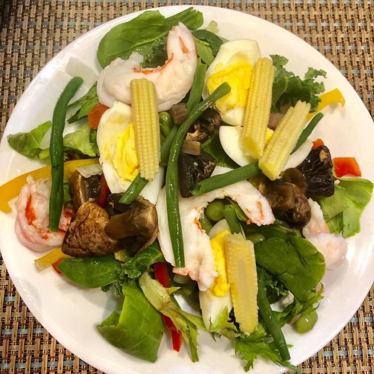 這是徐若瑄最近的午餐,以蔬菜+蛋白質為主。圖/摘自徐若瑄臉書