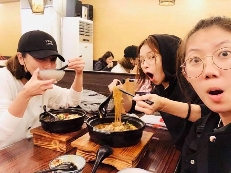 如果跟朋友吃大餐,徐若瑄隔天就會收心。圖/摘自徐若瑄臉書