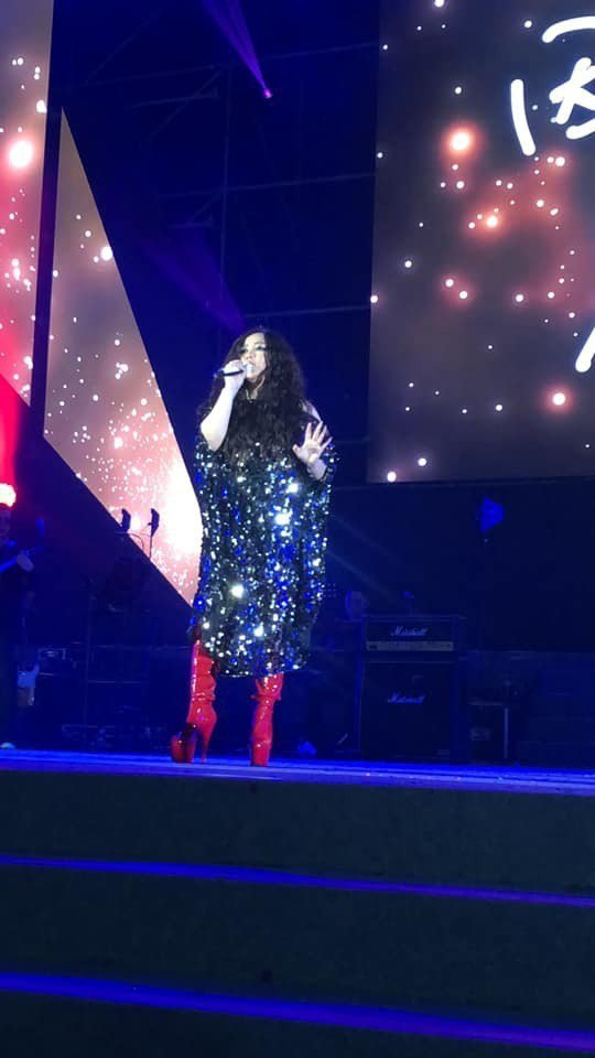 阿妹在富邦金尾牙飆唱40分鐘,有如是個人演唱會。圖/摘自臉書