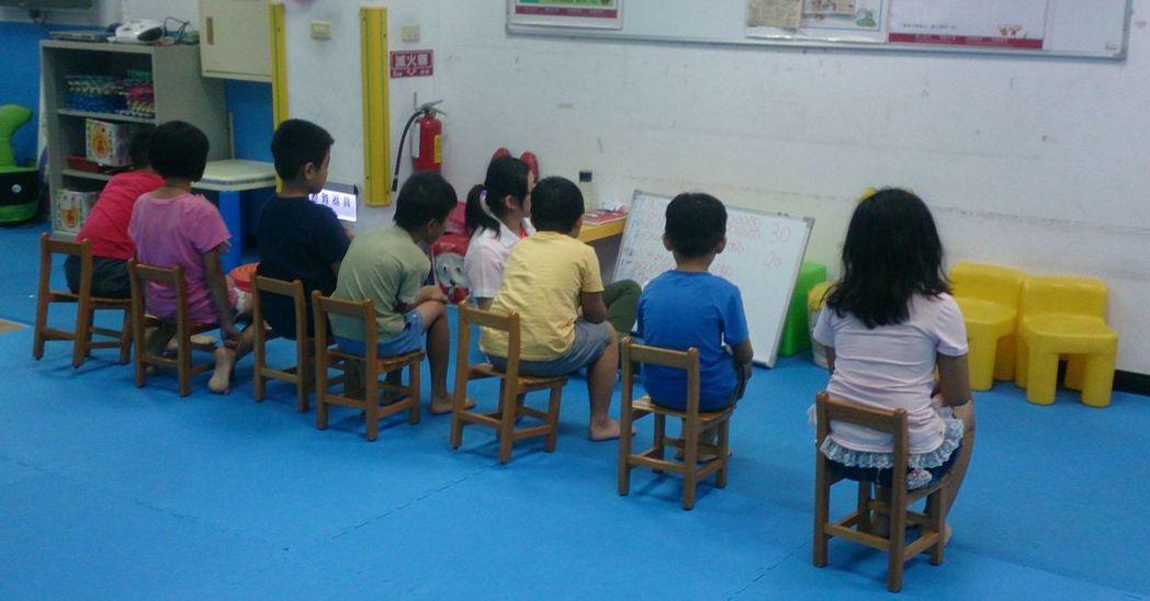 透過遊戲,ADHD患童會安定參與活動。 圖/草屯療養院提供