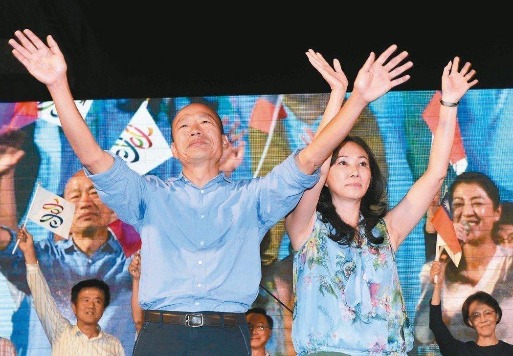 高雄市長韓國瑜(左)最響亮的口號就是東西賣得出去、人進得來、高雄發大財。 圖/聯...