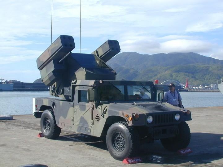 國防部表示,共機實施遠海長航進行燒台時,陸軍短程野戰防空飛彈須依令加強對空警戒、...