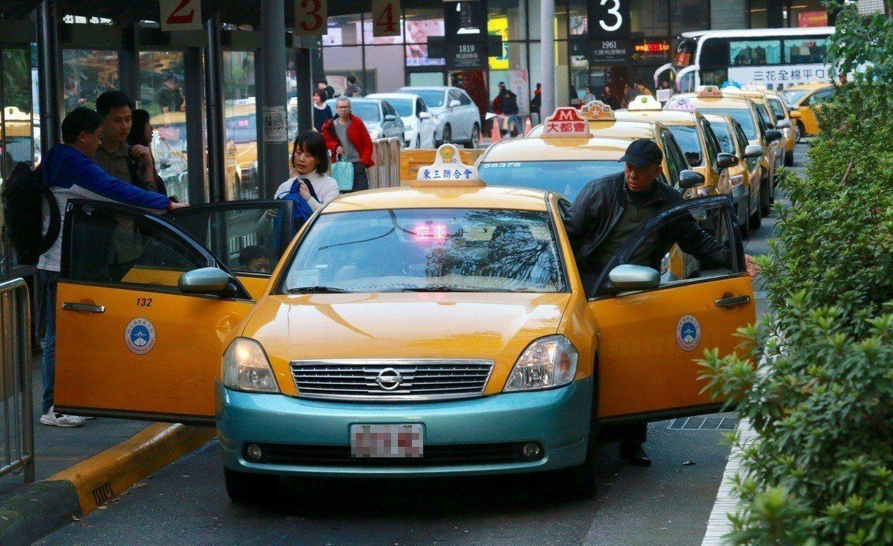 針對計程車司機最在意的UBER問題,交通部仍僅重申將落實分業營運原則。聯合報系資...