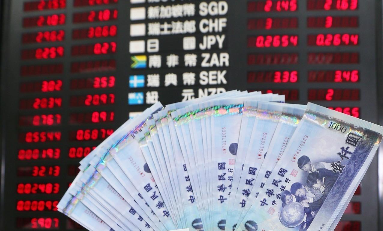 定存利率追不上通膨速度,錢只會愈存愈薄。圖/聯合報系資料照片