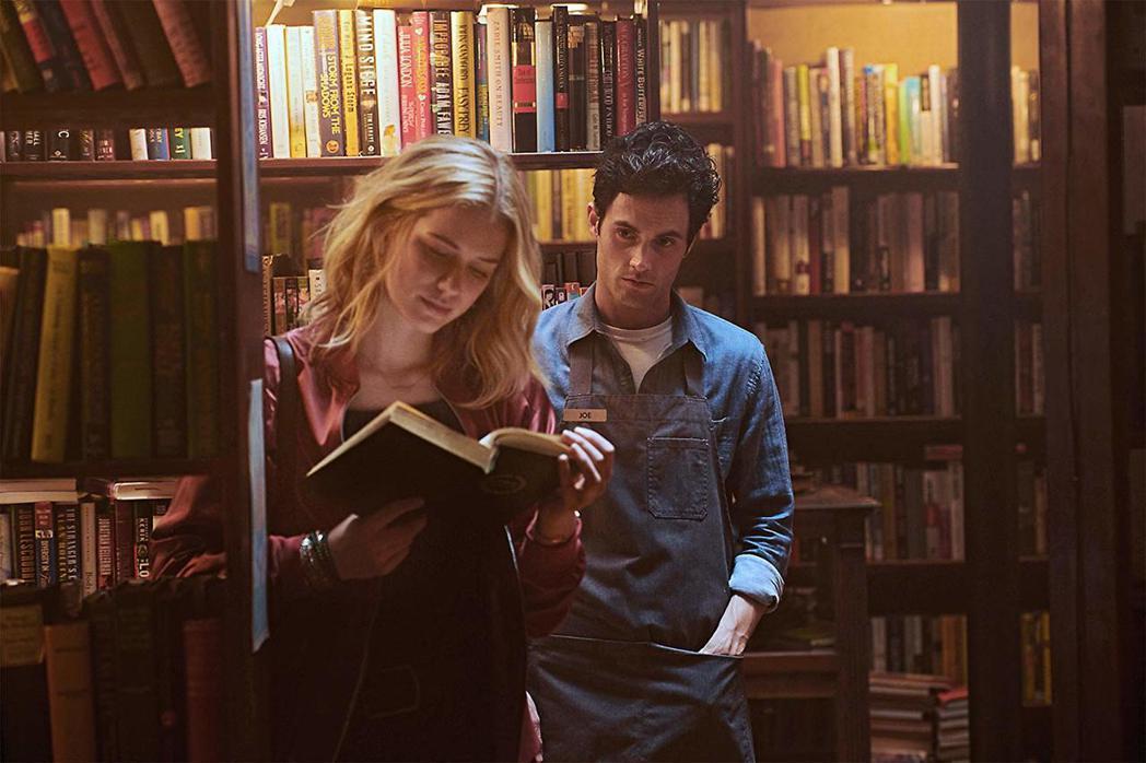Netflix懸疑美劇「安眠書店」,描述一名男子透過網路監控與日夜跟蹤,追到心中...