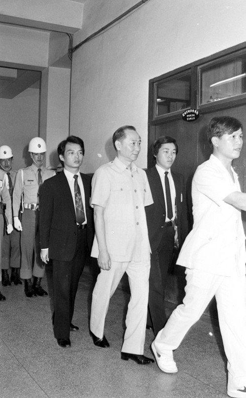 圖為江南案關鍵主角之一的汪希苓(中),當年以證人身分出庭。 圖/聯合報系資料照片