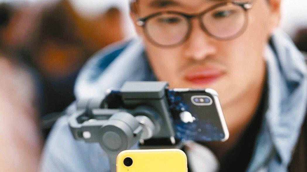 郭明錤最新研究報告指出,市場估今年iPhone出貨量1.6-1.8億支過於悲觀,...