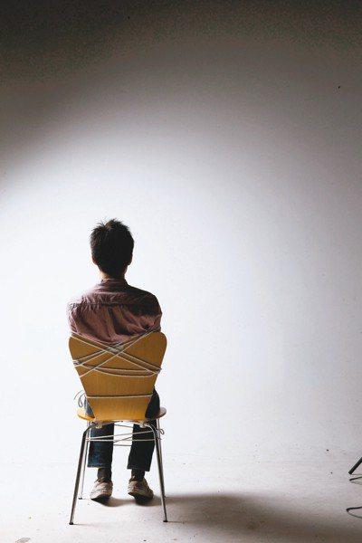 一名29歲男子日前發現他的精液內沒有精子,罹患無精症,右側睪丸長有惡性腫瘤,在人...