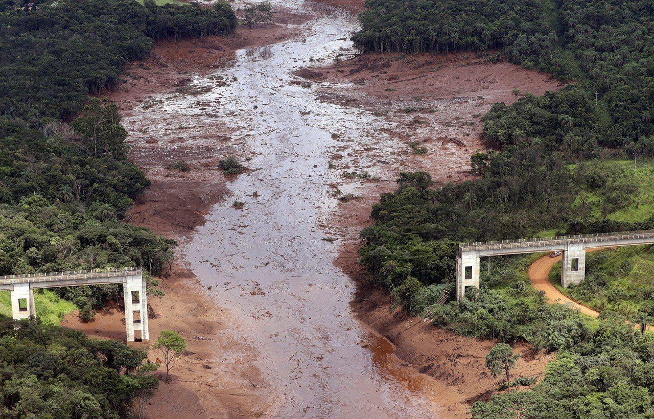 巴西礦場水壩潰決災情持續擴大。美聯社