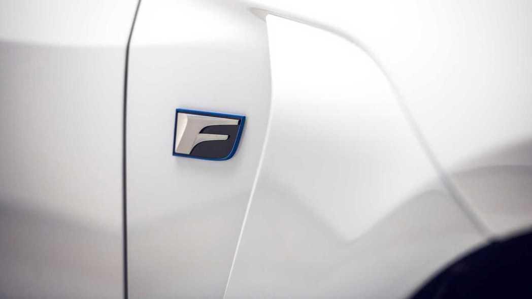 Lexus F性能車系的專屬銘牌。 摘自Lexus