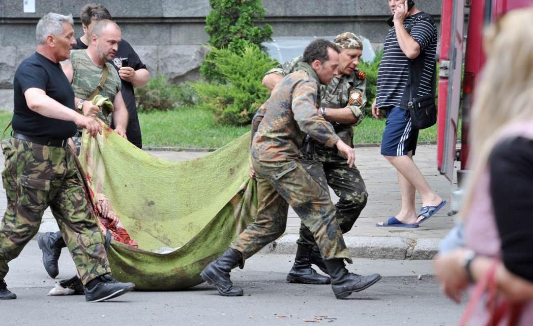 烏克蘭東部衝突已導致破萬人死亡,當中包括3,000多名百姓。軍事衝突使得東部市政...