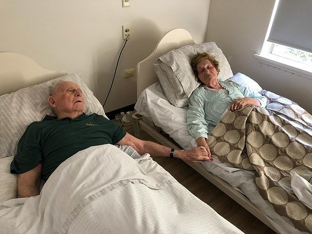 澳洲一對老夫妻結髮70年,本月初在療養院一起攜手走向生命終點。圖擷自《每日郵報》