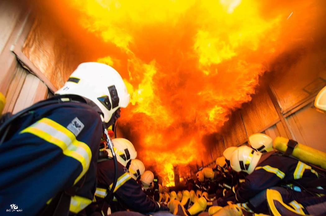 消防員好忙!平均每30秒就要出勤一次。 照片:消防署提供