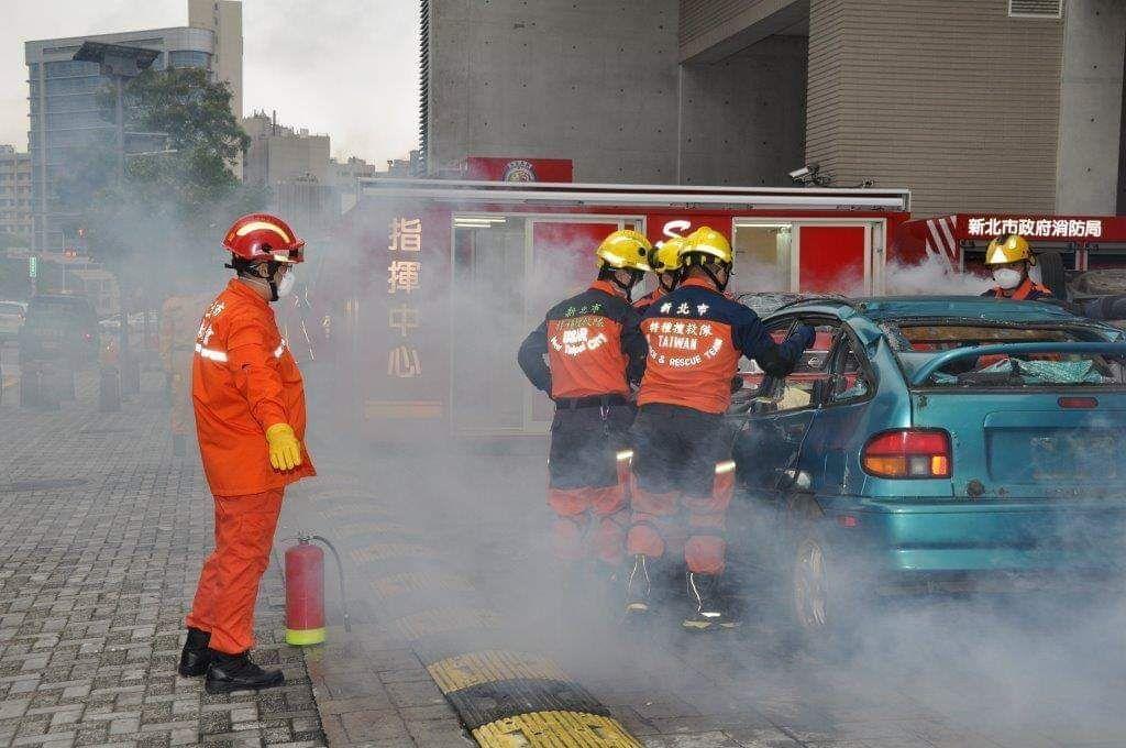 總統蔡英文承諾,將以五年增補3,000人力為目標,舒緩消防人力壓力。 照片:消防...