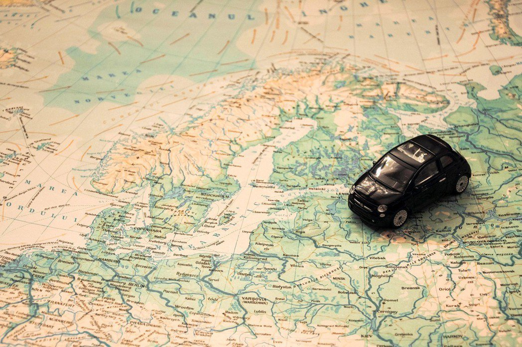 過去的移動依賴紙本地圖。圖/pixabay