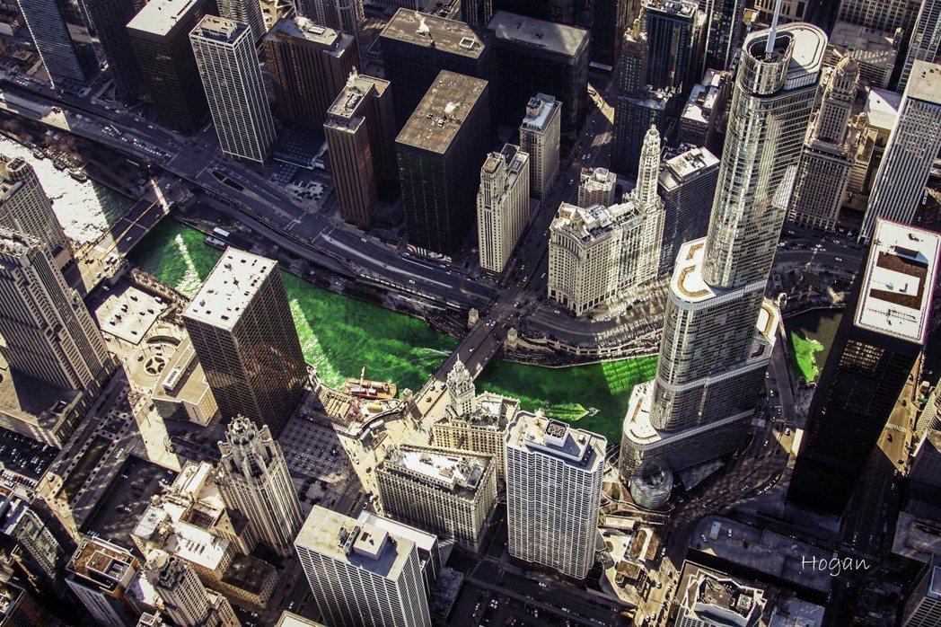 「摩天大樓」這個代表現代資本主義都會的建築形式是怎麼誕生的?要追溯這個的故事,必...