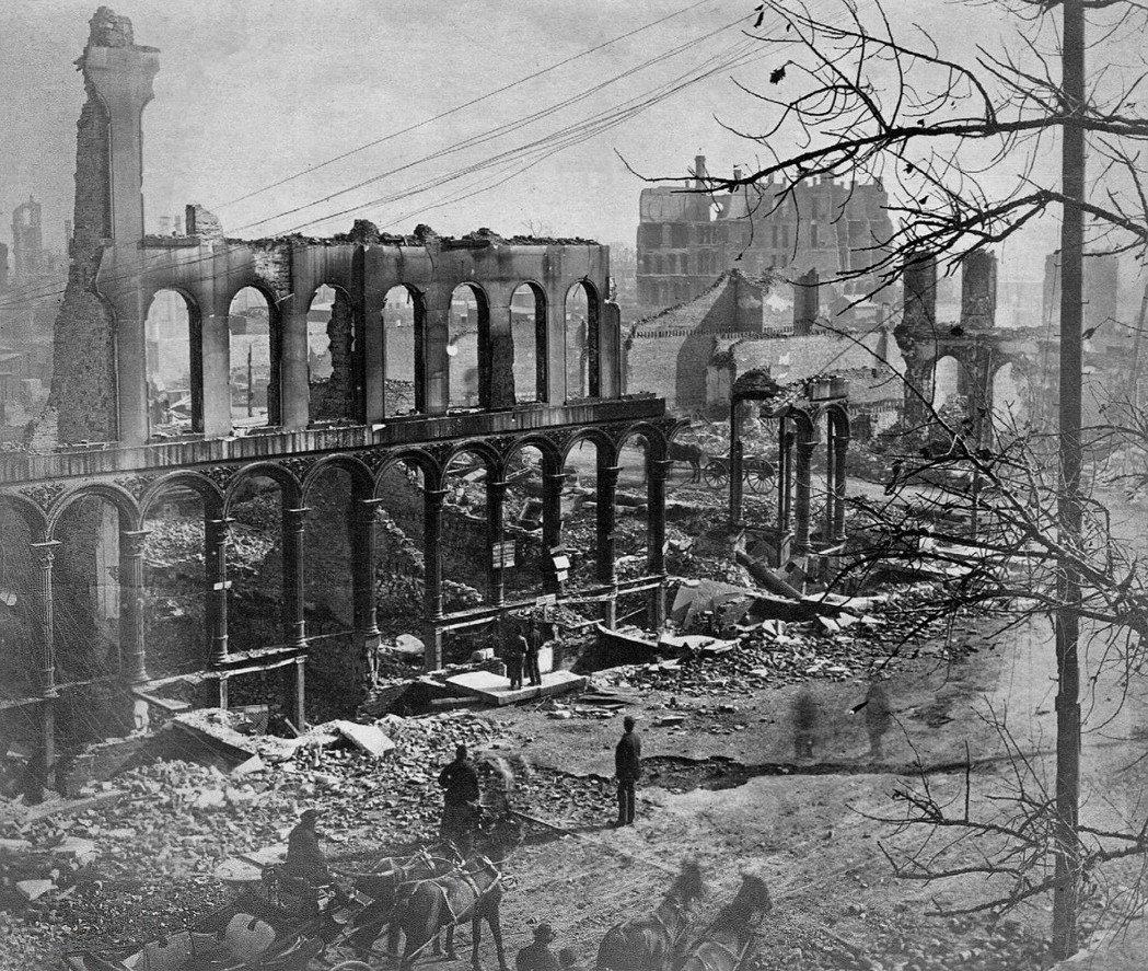 大火幾乎把密集的市區全部夷為平地,幾乎全是木造與磚造的房屋,幾近全毀。 圖/Ch...