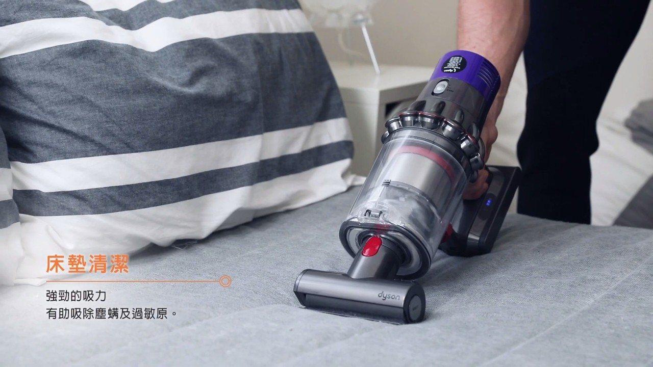換上迷你電動吸頭就能用來吸床墊、沙發。圖片來源:dyson影片
