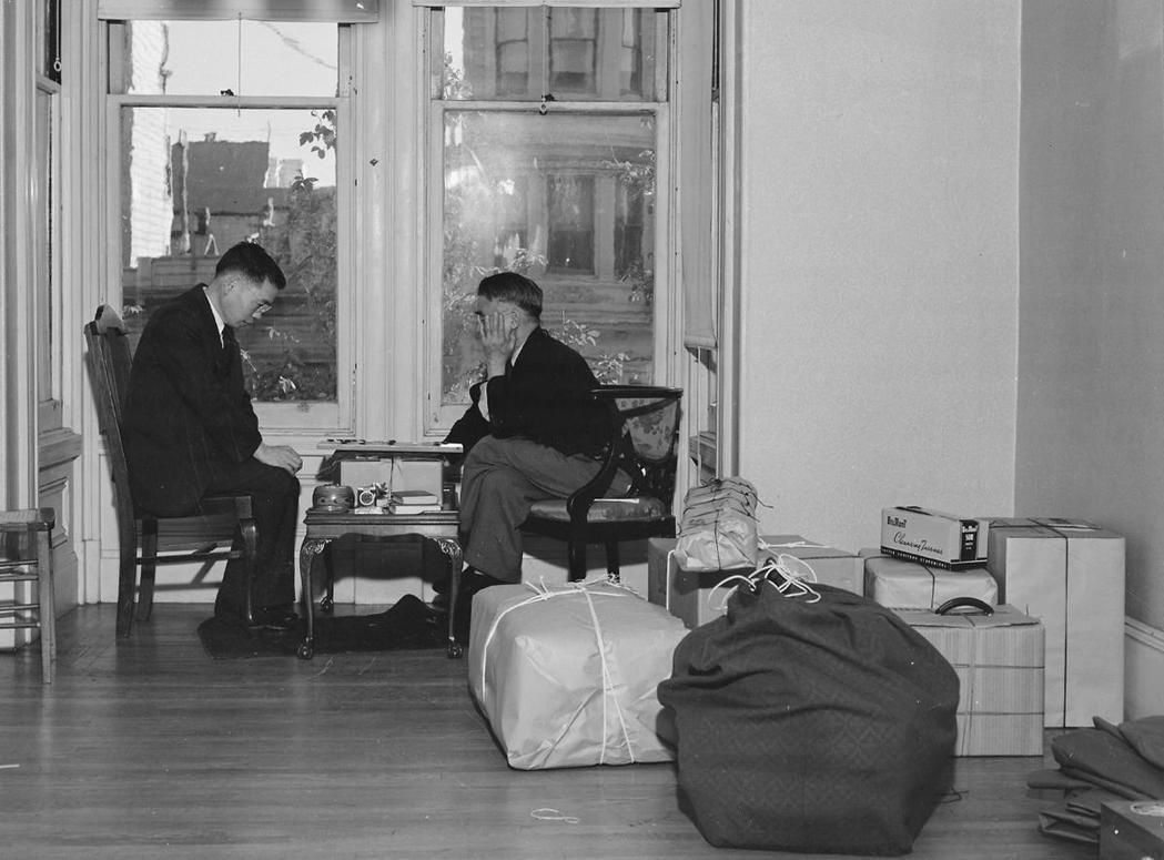 在珍珠港事變之後,美國興起了反日情緒,原本就已經飽受種族歧視的日裔美國人受到更激...