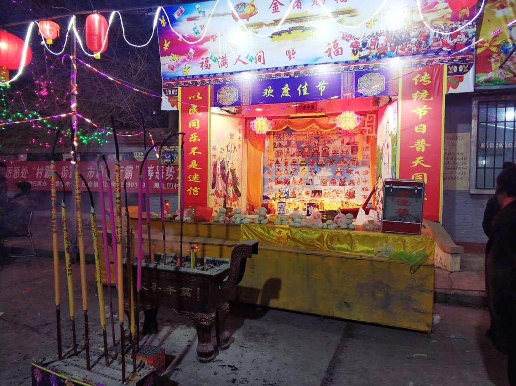 內蒙古藏傳佛教在文革時期也遭批鬥成「牛鬼蛇神」,其後官方重新「瞹昧地」以「保留蒙...