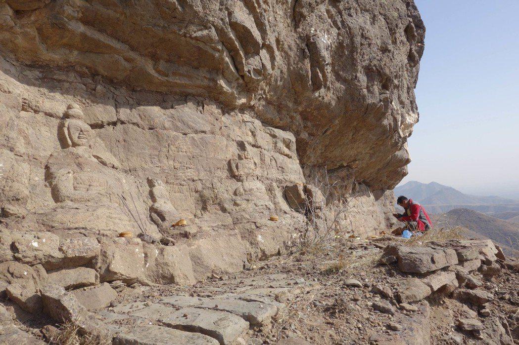 「喇嘛洞召」崎嶇偏遠,令人很難想像,這裡是蒙古高原的藏傳佛教傳播發源地之一。圖為...