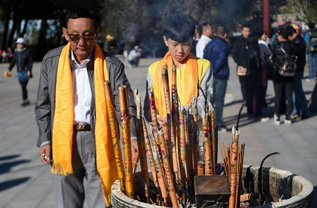 90年代市場改革開放後,內蒙古地區的藏傳佛教及寺廟逐漸「市場化」,引發不少爭論。...