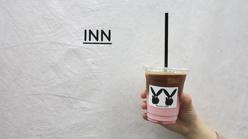 STRAWBERRY TOKYO LATTE¥550/咖啡豆是為搭配東京牛乳所嚴...