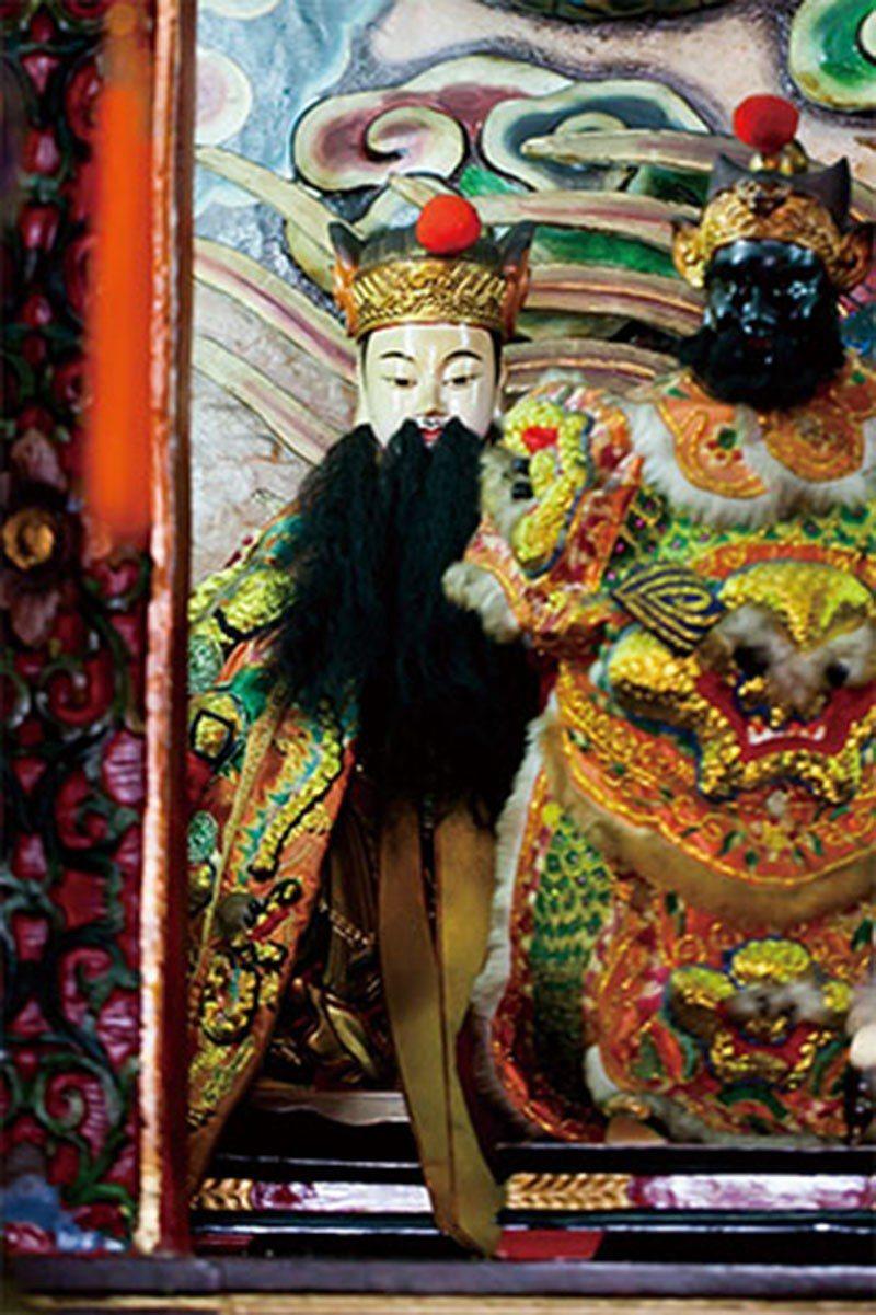 天庭會依灶神的報告增減人的壽命,因此灶神又稱「司命真君」。