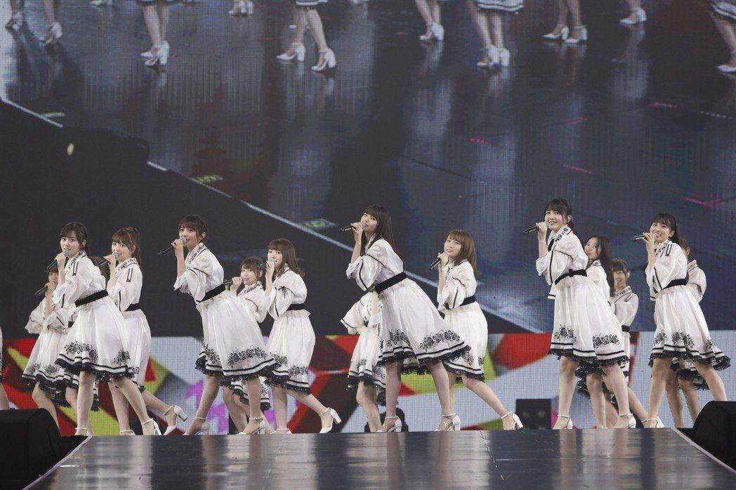 乃木坂46舞蹈整齊劃一。圖/好玩國際文化提供