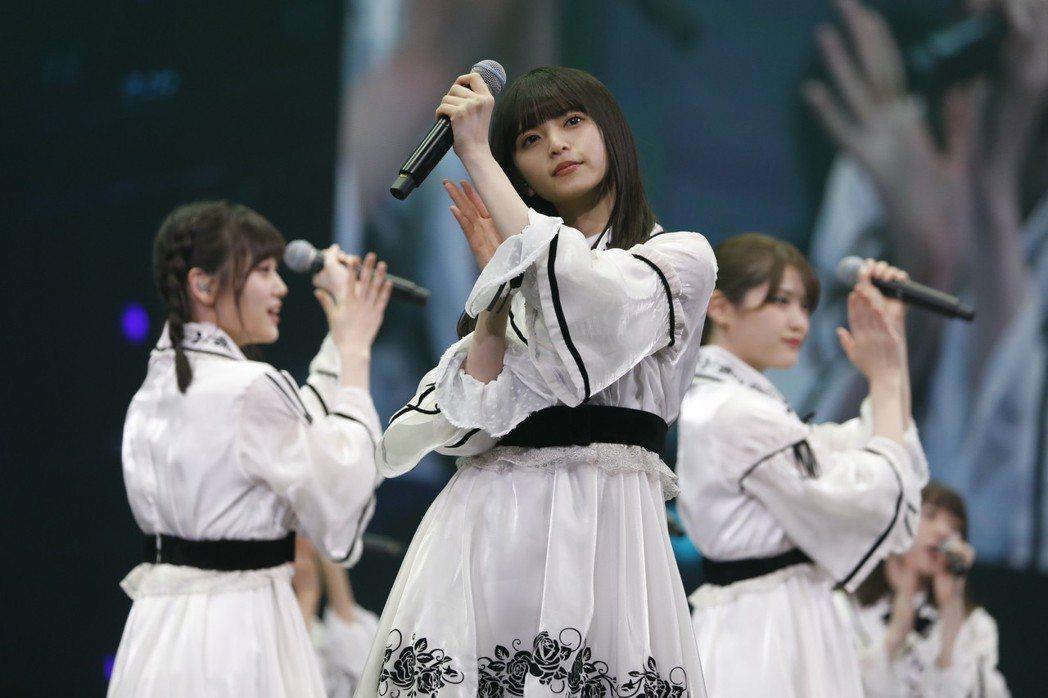 齋藤飛鳥(中)領軍乃木坂46在台開唱。圖/好玩國際文化提供