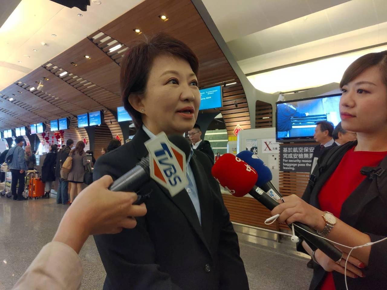 台中市長盧秀燕上任後首度出訪香港,她今早搭機前往,晚上回台中,一日來回拚經濟。盧...