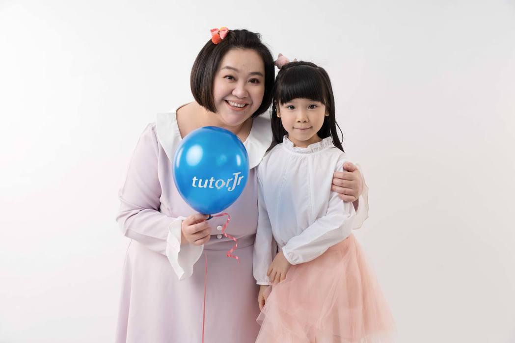 鍾欣凌(左)與女兒兔寶。圖/tutorJr提供