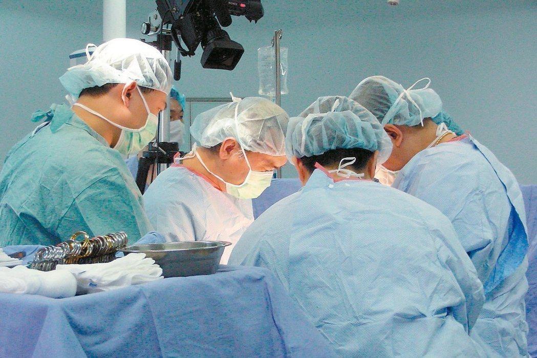 最新大愛器官捐贈人數統計出爐,去年僅有327人,比前年339人略減12人,也是7...