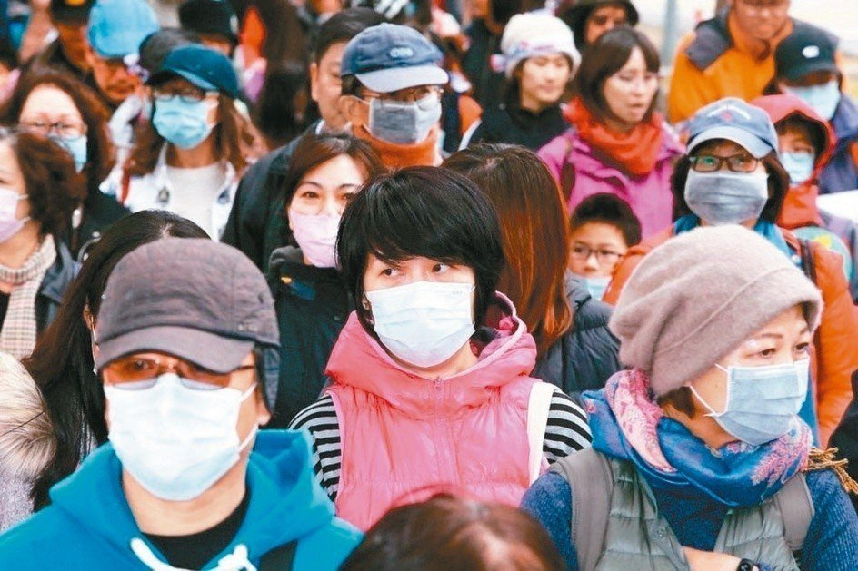 流感容易在人多的場所發生群聚感染及流行,現在正逢流感流行期,民眾要勤洗手、戴口罩...